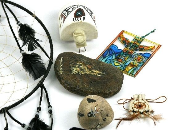 MIXED LOT OF NATIVE AMERICAN DREAMCATHCHERS & MORE