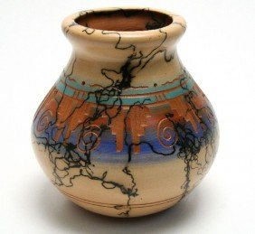 SIGNED HORSE HAIR NATIVE AMERICAN POTTERY