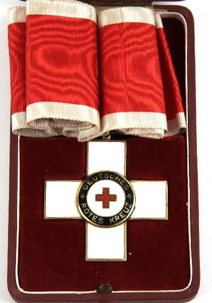 WWII BOXED GERMAN RED CROSS MEDAL - 2