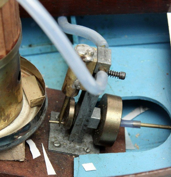 WOOD MODEL REMOTE CONTROL STEAM ENGINE BOAT - 4