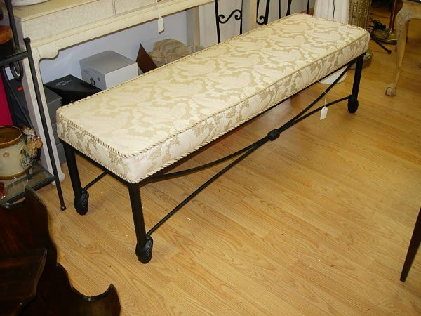 10020: MODERN HIGH END DECORATIVE BENCH CREAM BROCADE F