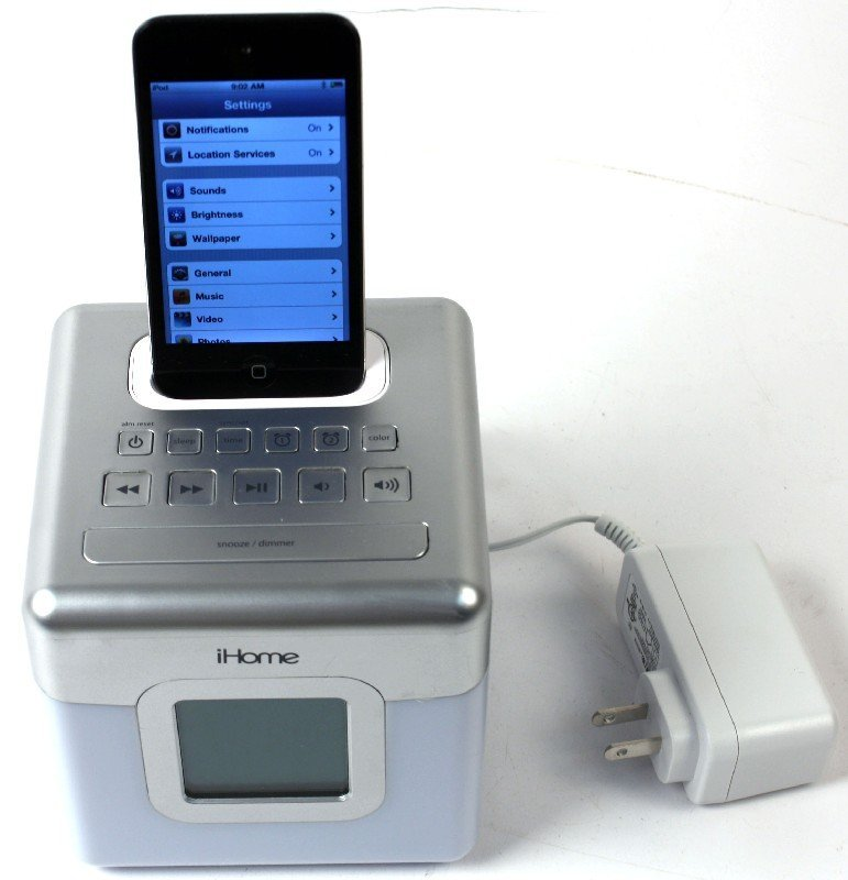 IPOD TOUCH 8GB MC54oLL WITH IHOME GLOW TUNES