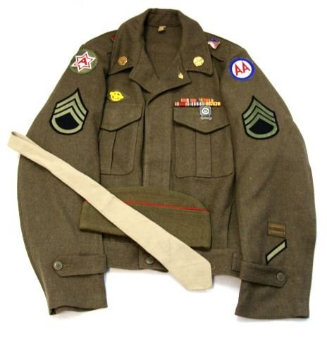 WWII US ARMY AIR CORP IKE JACKET WITH INSIGNIA