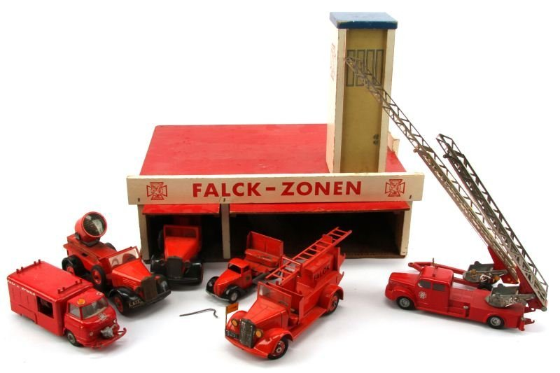 ANTIQUE FALCK-ZONEN FIRE STATION WITH TEKNO TRUCKS