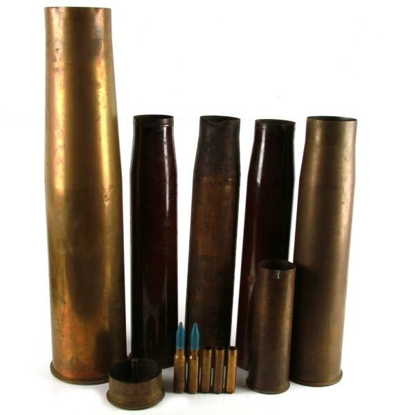 GROUPING OF 12 BRASS ARTILLERY SHELLS