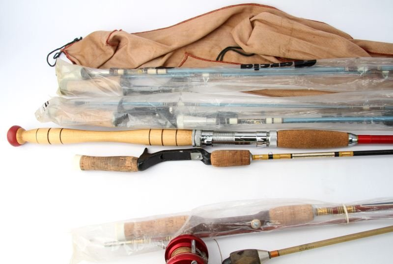 LOT OF VINTAGE FISHING RODS - 4