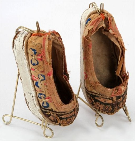 ANTIQUE PAIR OF CHINESE FOOT BINDING SHOES