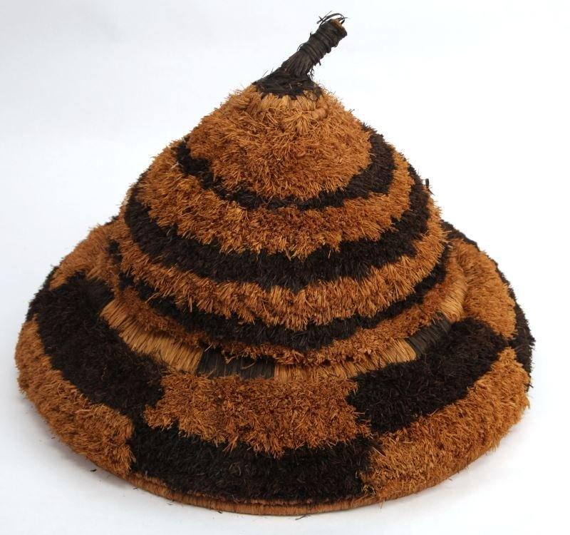 VINTAGE WOVEN GRASS HAT FROM SHENGA SIERRA LEONE