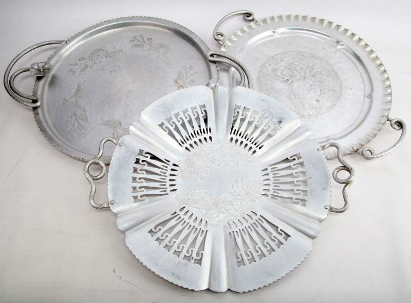 LOT OF VINTAGE HAMMERED ALUMINUM SERVING PLATTERS
