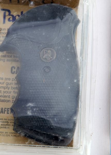 BIANCHI HOGUE PACHMAYR S&W PISTOL GRIPS & HOLSTER - 5