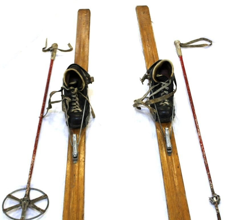 WWII NORTHLAND US MILITARY SKIS WITH POLES & SHOES - 4