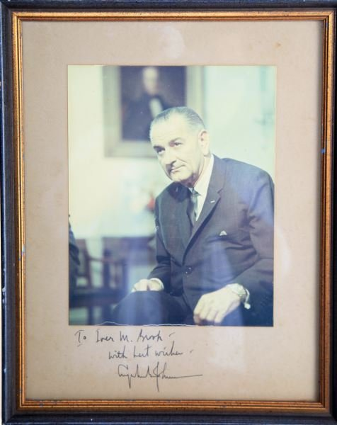 FRAMED LYNDON BAINES JOHNSON LBJ SIGNATURE PICTURE