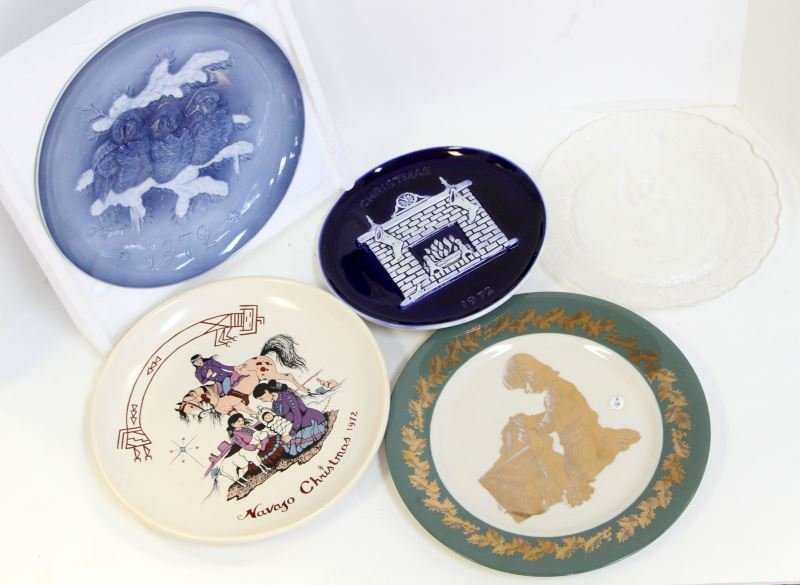 LOT OF 5 COLLECTOR CHRISTMAS PLATES