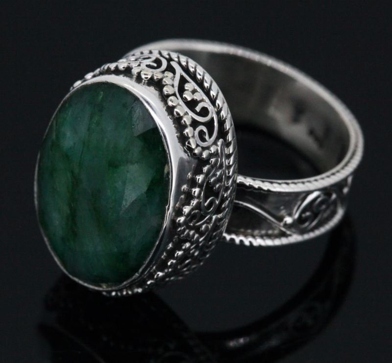 LADIES NATURAL EMERALD AND STERLING SILVER RING