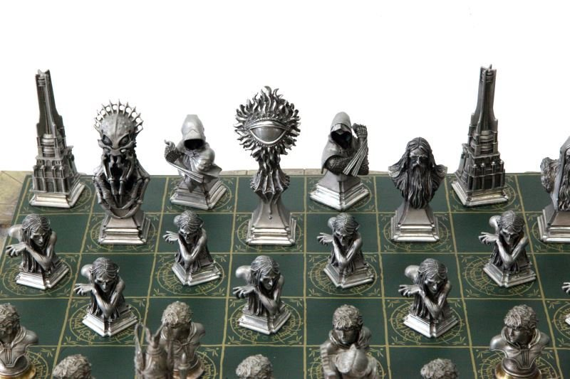 LORD OF THE RINGS FRANKLIN MINT CHESS SET - 2