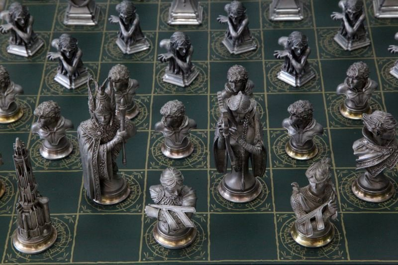 LORD OF THE RINGS FRANKLIN MINT CHESS SET - 3