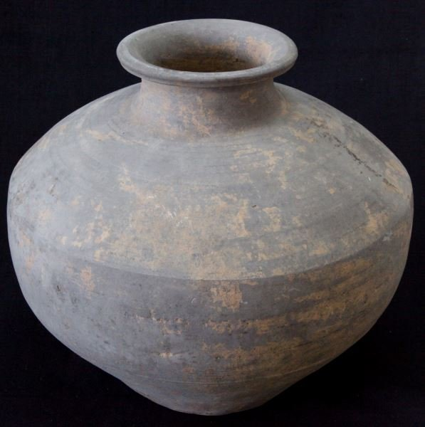 CHINESE HAN DYNASTY GREY STORAGE VESSEL