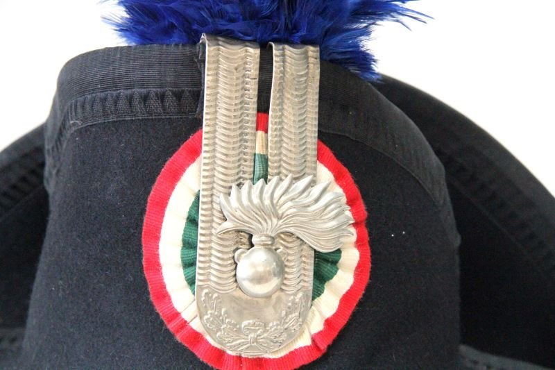 ITALIAN CARABINIERI HAT WITH PLUME AND CASE - 4