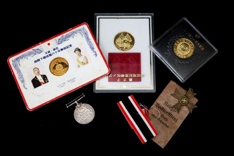 WWII ERA MIXED GROUP OF MEDALS JAPAN CROSS DEFENSE