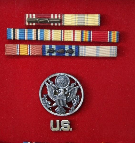 WWII OFFICER SHADOW BOX W MEDALS RIBBONS INSIGNIA - 3