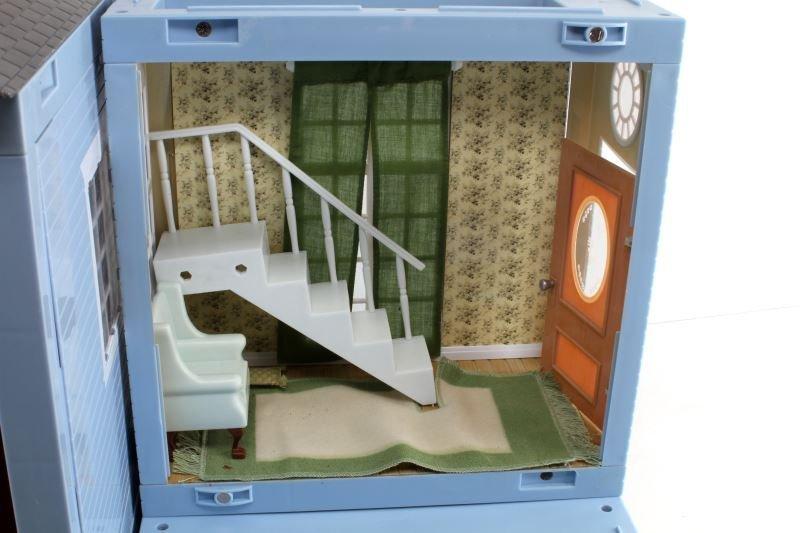 JAZWARES 2001 DOLLHOUSE & ACCESSORIES 4 ROOM - 2