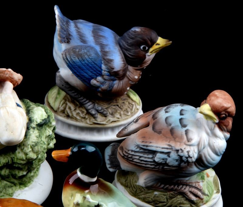LOT OF 8 LEFTON CHINA  FIGURINES BIRDS AND BOY - 2