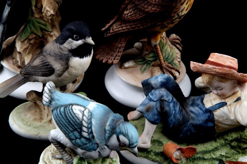 LOT OF 8 LEFTON CHINA  FIGURINES BIRDS AND BOY - 3