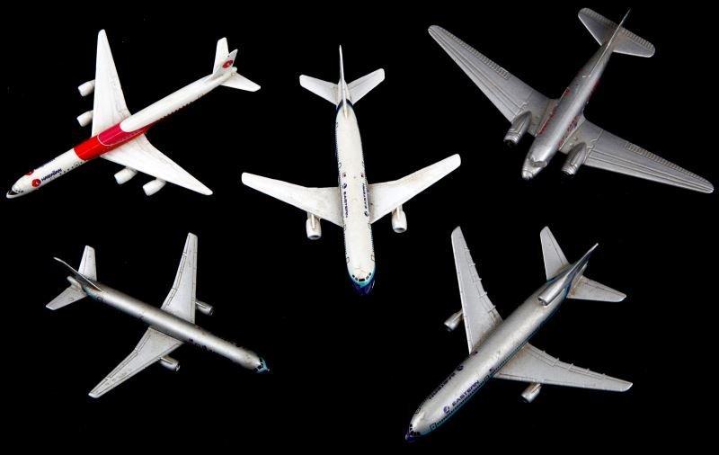 5 GERMAN SCHABAK MODEL AIRPLANES W BOEING 757