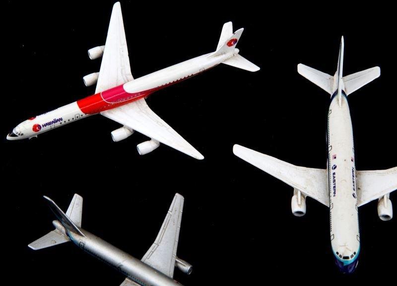 5 GERMAN SCHABAK MODEL AIRPLANES W BOEING 757 - 2