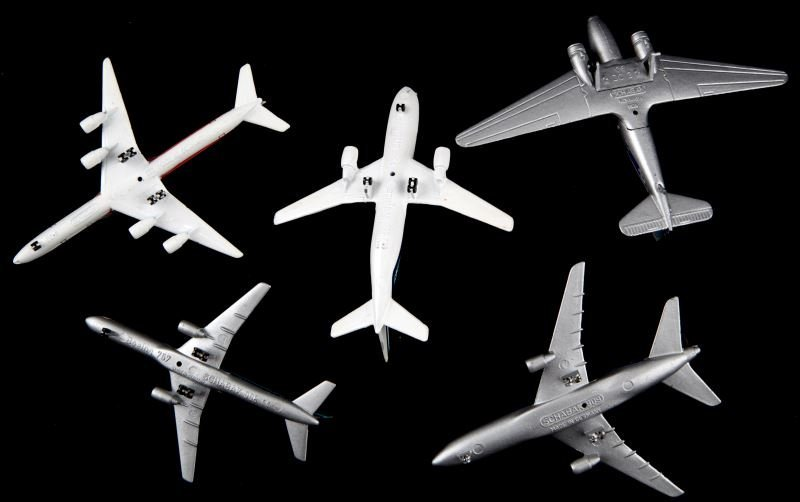 5 GERMAN SCHABAK MODEL AIRPLANES W BOEING 757 - 3