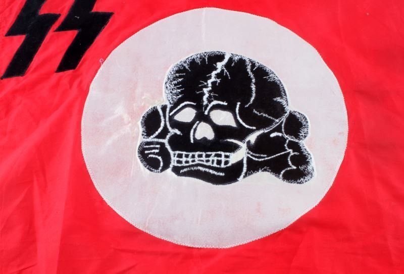 RED TOTENKOPF SS FLAG 24.5 BY 21 INCHES - 2