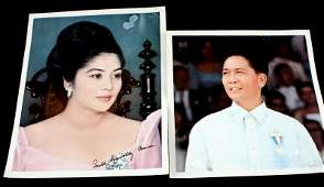 10 BY 12.5 INCH SIGNED PHOTOGRAPH OF IMELDA MARCOS