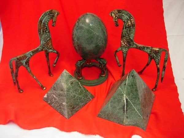 11008: MARBLE PYRAMID EGG ON BRONZE STAND BRASS HORSE