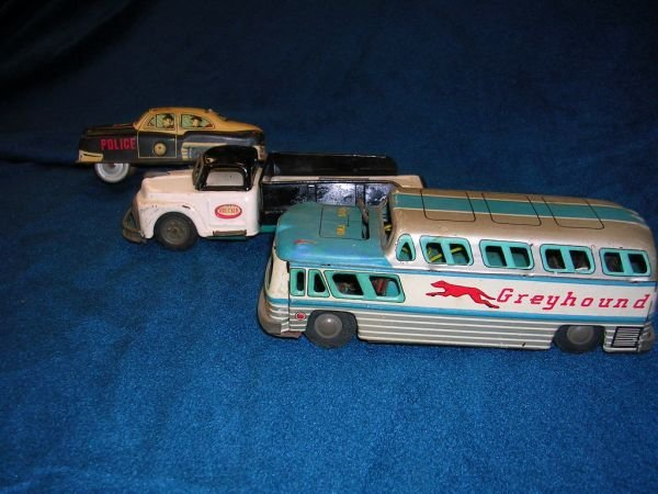 12302: ANTIQUE TOY LOT POLICE CAR GREYHOUND WRECKER LOT