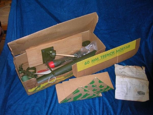 12308: VINTAGE TOY KUSAN 60MM TRENCH MORTAR BOXED & UNU