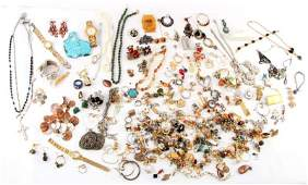 DEALERS LOT 5 POUNDS OF MISC COSTUME JEWELRY