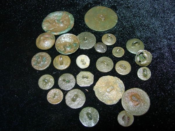 61: MEDIEVAL BUTTON LOT ENGLAND METAL DETECTOR LOT OF 2 - 2