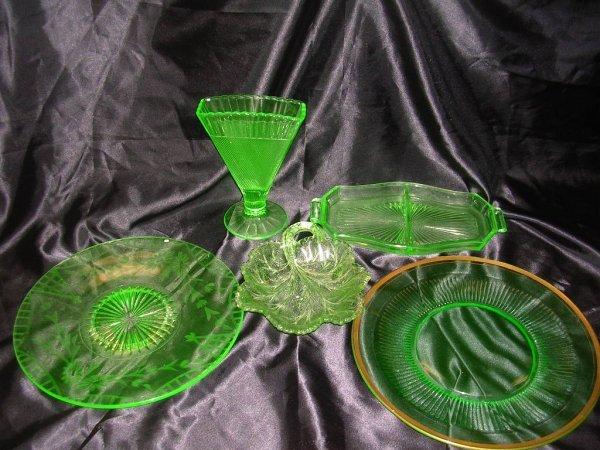 253: ANTIQUE VASELINE AND GREEN GLASS LOT OF 5 VASELINE