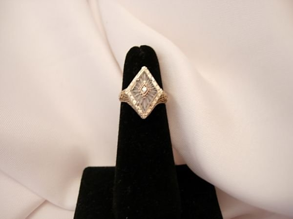 259: 18K. ETCHED ROCK CRYSTAL AND DIAMOND RING DECO VIN