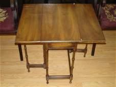 476: ANTIQUE DROPLEAF GATELEG SIDE TABLE