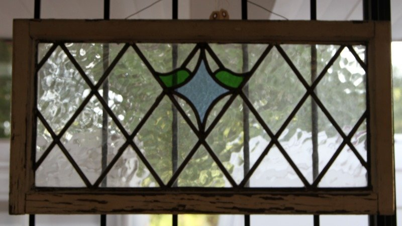 STAINED GLASS WINDOW PANE WITH WOOD FRAME