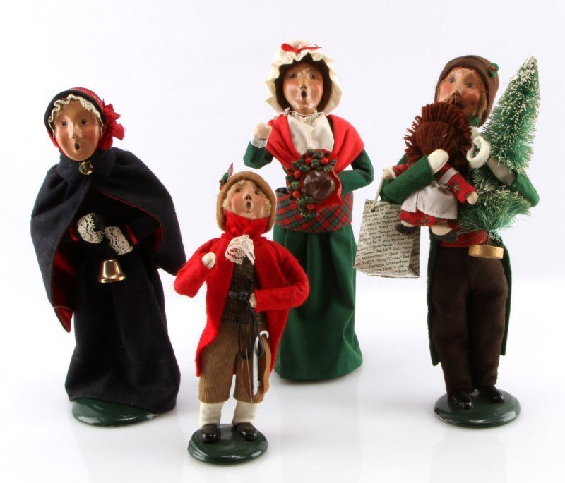 LOT OF FOUR BYERS CHOICE THE CAROLERS DOLLS