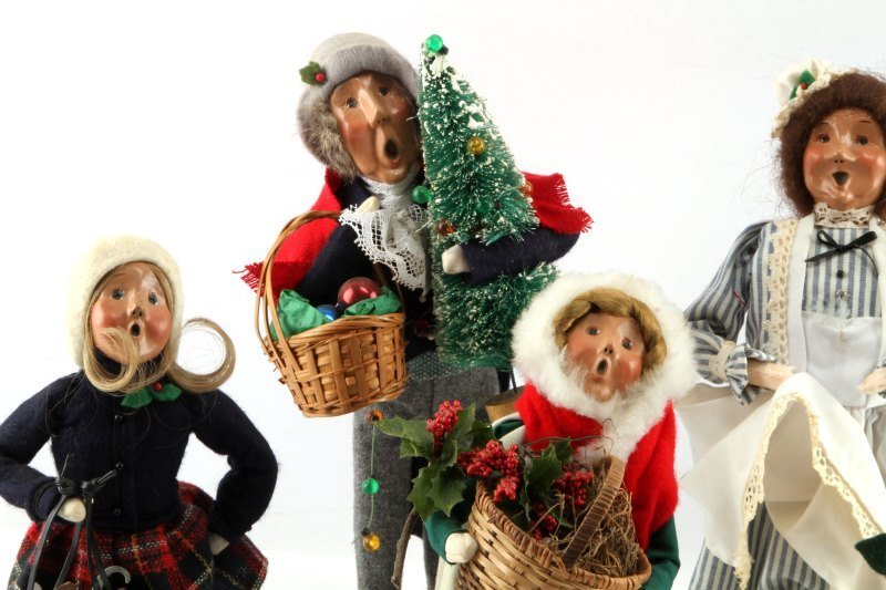 LOT OF FIVE BYERS CHOICE THE CAROLERS DOLLS - 2