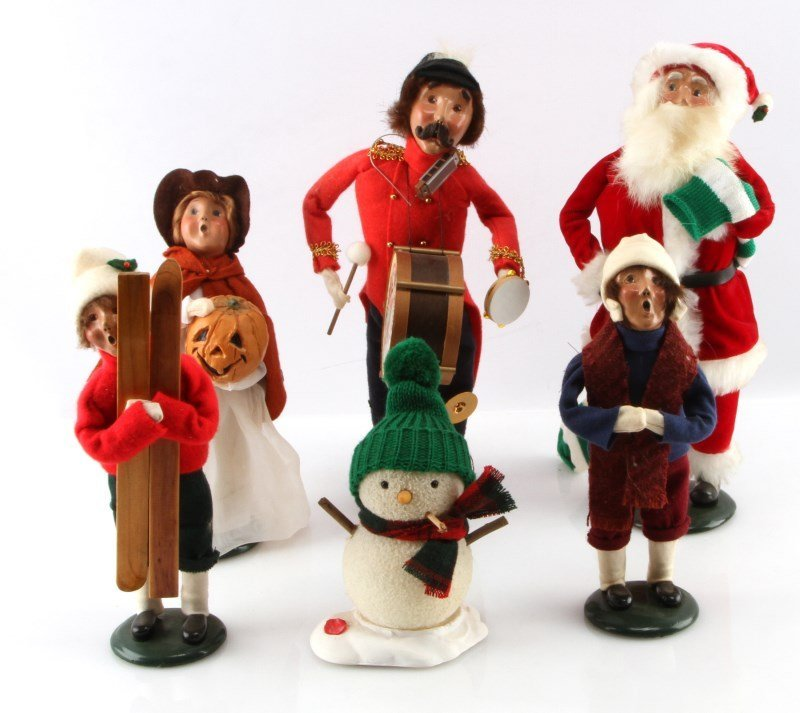 LOT OF SIX BYERS CHOICE THE CAROLERS DOLLS