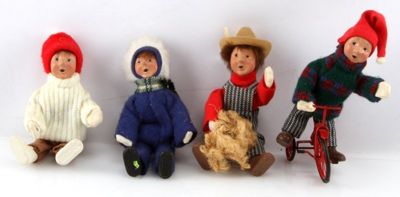 LOT OF FOUR BYERS CHOICE THE CAROLERS CHILDREN