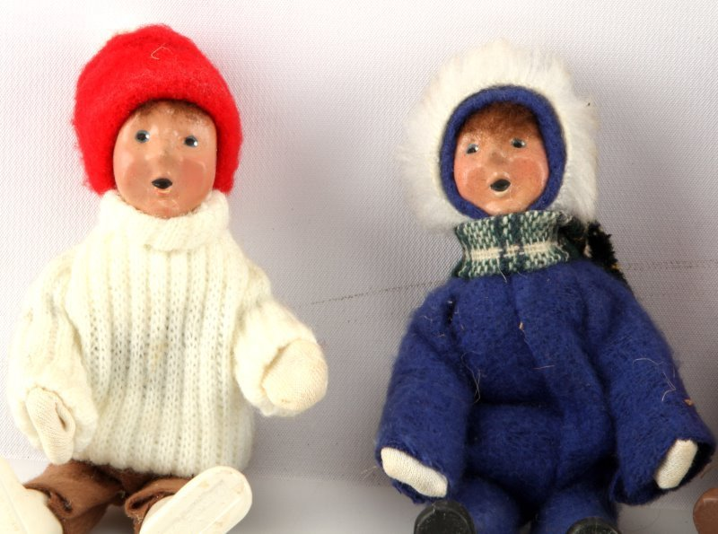 LOT OF FOUR BYERS CHOICE THE CAROLERS CHILDREN - 3