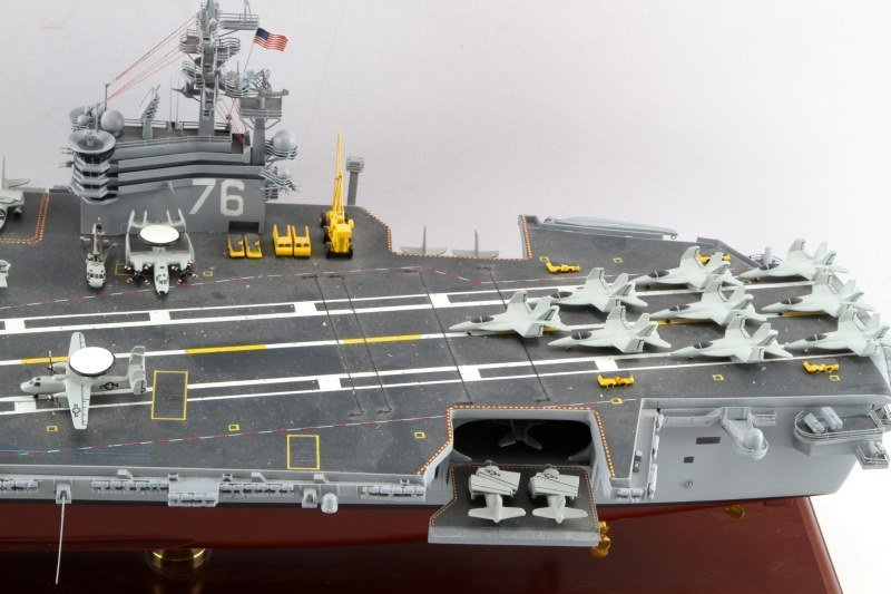USS RONALD REAGAN CVN-76 MAHOGANY SHIP MODEL 1/350 - 2