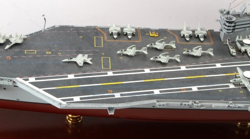 USS RONALD REAGAN CVN-76 MAHOGANY SHIP MODEL 1/350 - 3