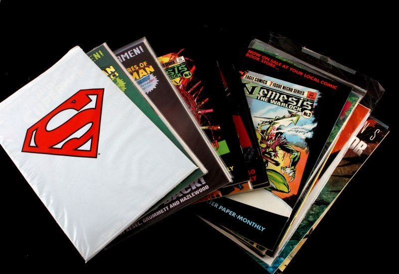 LOT OF 18 COMICS FROM DC, DARK HORSE AND EAGLE