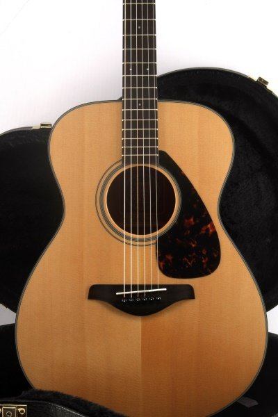YAMAHA FS700S ACOUSTIC GUITAR WITH HARD CASE - 2